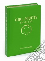 Girl Scouts One Line a Day libro in lingua di Girl Scouts of the USA (COR)