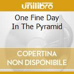 ONE FINE DAY IN THE PYRAMID               cd musicale di MONOKROM