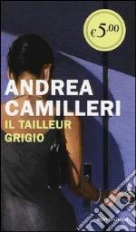 Il tailleur grigio prodotto di Camilleri Andrea