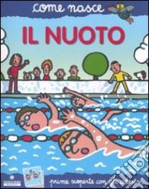 Il nuoto. Con adesivi libro di Passaglia M. Novella - Traini Agostino