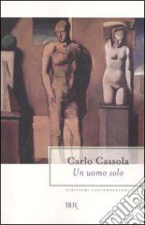 Un uomo solo libro di Cassola Carlo
