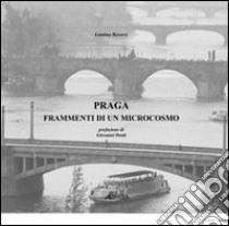Praga. Frammenti di un microcosmo. Ediz. italiana e inglese libro di Roversi Leonina